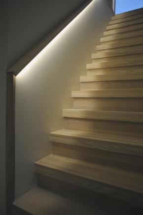 Toepassingen op het gebied van led verlichting strips - De trap van de bistro ...